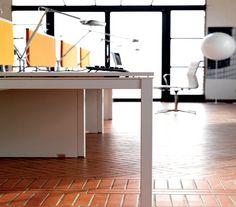 KS Desk by IVM