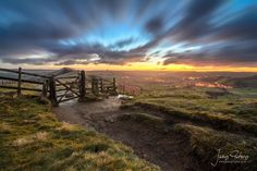 landscape photography | Sunrise on Mam Tor in the Peak District - James Pictures