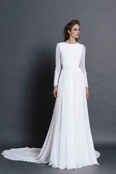 The designer Vicky Martín Berrocal creates simple wedding dresses where Wedding