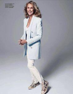 Lauren Hutton - Style Icon - in Converse Lauren Hutton, Sequin Mini Skirts, Converse, Mature Fashion, Inspiration Mode, Fashion Inspiration, Parisian Style, Ladylike Style, Ikon
