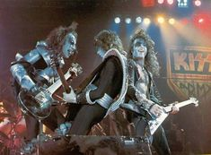 Photo of KISS ~July 1976 (Destroyer tour) for fans of Paul Stanley 38423713 Gene Simmons Makeup, Gene Simmons Kiss, Paul Kiss, Vinnie Vincent, Vintage Kiss, Eric Carr, Peter Criss, Kiss Pictures, Kiss Photo
