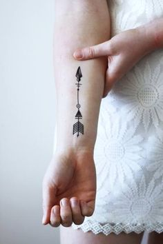 Arrow temporary tattoo tattoos arrow tattoos, tattoos и smal Hawaiianisches Tattoo, Wörter Tattoos, Tattoo Hals, Neue Tattoos, Arrow Tattoos, Word Tattoos, Trendy Tattoos, Back Tattoo, Tattoos For Guys