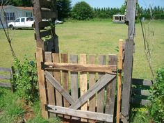 Wood Pallet Gate
