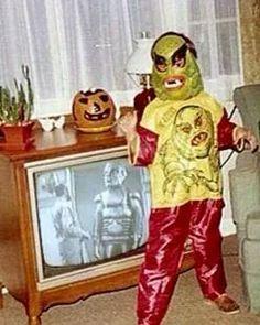 Rankin/Bass-historian: It's getting really festive around here. Vintage Halloween Photos, Vintage Halloween Decorations, Retro Halloween, Halloween Items, Halloween Horror, Halloween Masks, Holidays Halloween, Happy Halloween, Monster Mask