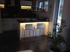 Indirekte Beleuchtung der Küche durch Loxone