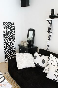 Find designer fabrics available at up to 80% off to complete black and white interior designs in the FabricSeen Black and White Curated Fabric Collection: http://blog.fabricseen.com/black-and-white-curated-fabric-collection/.and white interior