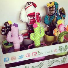 Rumbo to: Motril, Granada, Madrid y última parada... Manchester!!!  Encantada de hacer cactus de tela de Kactus con K® para nuevos CACTUSEROS!!!  #cactus #cactusdetela #tela #artesanal #artesanía #handmade #handcraft #craft #personalizado #customized #nuevo #new #colgador #colores #color #season #otoño #autumn #patchwork #regalo #present #producto #modelo #hanger #diseños