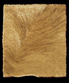 Olga de Amaral, Umbra 38 (2004), cm. 93x80. Cotone, gesso, pittura acrilica e lamina d'oro. Collezione Olga de Amaral, Bogotá