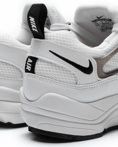 Aktuelle Sneaker für Frauen im Online Sneakershop inflammable.com bestellen