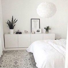 no Da avslutter vi kvelden med dette herlige soverommet hos… Minimalist Bedroom, New Room, House Rooms, Home Decor Inspiration, Decor Ideas, Decorating Ideas, Home And Living, Slow Living, Living Room