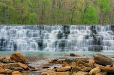 Arkansas is rich in natural beauty. With lakes, waterfalls, and outstanding views, these state parks are the ultimate summer destinations. State Parks, Rv Parks, Places To Travel, Places To See, Great Buildings And Structures, Modern Buildings, Eureka Springs, Hot Springs, Park Photos