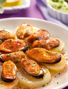 Boiled potatoes with paprika mussels potato al horno asadas fritas recetas diet diet plan diet recipes recipes Tapas, Seafood Recipes, Diet Recipes, Healthy Recipes, Good Food, Yummy Food, Fish And Seafood, Food Porn, Food And Drink