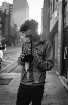 Matt Healy - The 1975 // his hair is disgusting but also incredibly attractive. Matty Healy, The 1975, New Rock Bands, Beautiful Boys, Beautiful People, George Daniel, Allen Ginsberg, Looks Cool, Man Crush