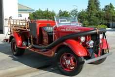 vintage emergency vehicles | In the early 1900's the first motorized fire engines came into service ...