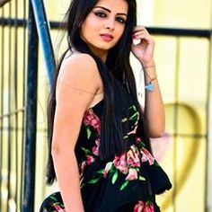 Here you go guys. Indian Tv Actress, Beautiful Indian Actress, Indian Actresses, Girl Photo Poses, Girl Photos, Indian Bollywood, Bollywood Actress, Shrenu Parikh, Nakul Mehta