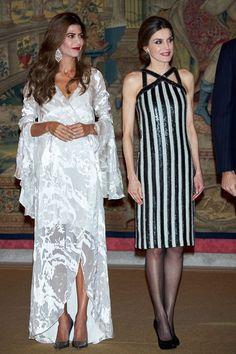 Duelo fashionista: dos mujeres hermosas y referentes de estilo para la prensa mundial. Esta vez, en la noche de gala se diferenciaron en el look (Getty Images)