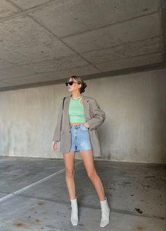 #springstyle #springoutfit #oversizedblazer #highwaistedshorts #greenoutfits #haileybaldwinstreetstyle #haileybieber Hailey Baldwin, Spring Trends, Spring Outfits, Denim Skirt, Skirts, Clothes, Fashion, Outfits, Moda