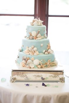 LOVE this beach wedding cake! ~ we ❤ this! moncheribridals.com