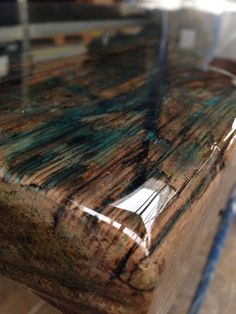 Zoom of the reclaimed tabletop moulded with colour cooating by ccoating.nl