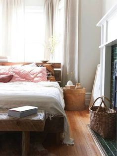 Small bedroom, great look.