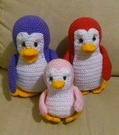 Familia de Pingüinos Amigurumi - Patrón Gratis en Español aquí: http://novedadesjenpoali.blogspot.com.es/2014/06/familia-de-pinguinos.html