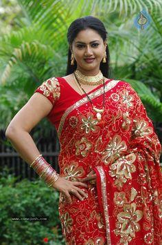 South Indian Actress Hot, Most Beautiful Indian Actress, Beautiful Girl Image, Beautiful Asian Women, Beauty Full Girl, Beauty Women, Indian Beauty Saree, Saree Styles, Beautiful Saree