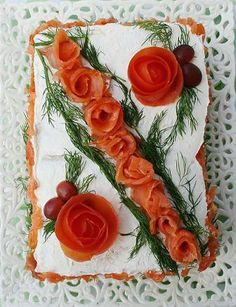 Pikantes Partybuffet -  Lohikakku Sandwich Cake, Sandwiches, Turkish Recipes, Ethnic Recipes, Plate Display, Food Decoration, Antipasto, Savoury Cake, The Dish