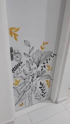 Fiz na porta do meu Ap novo, usando posca preta e tinta amarela Wall Painting Decor, Mural Wall Art, Diy Wall Art, Art Decor, Decoration, Wall Drawing, Paint Designs, Wall Design, Home Deco