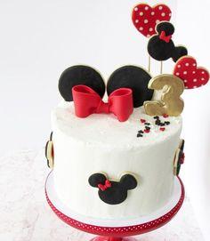 New Birthday Cupcakes Mickey Mouse 34 Ideas Torta Minnie Mouse, Mini Mouse Cake, Mickey And Minnie Cake, Mickey Mouse Cupcakes, Bolo Minnie, Mickey Cakes, Minnie Mouse Birthday Cakes, Birthday Cupcakes, Birthday Cake Girls