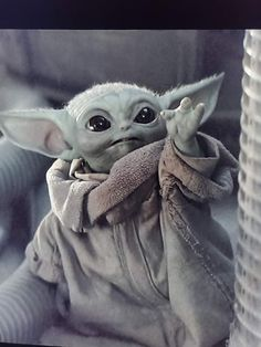 Baby Yoda Hand Baby Yoda Hand,Hintergrund Baby Yoda Hand Related posts:Black and white photography - Celebrityavani( Official Yoda Funny, Yoda Meme, Star Wars Baby, Yoda Gif, Yoda Images, Baby Animals, Cute Animals, Japon Illustration, Star Wars Fan Art