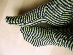 Ravelry: fingertips' Very clever socks Crochet Socks, Knitted Slippers, Slipper Socks, Knitting Socks, Hand Knitting, Knit Crochet, Knit Socks, Knitting Designs, Knitting Projects