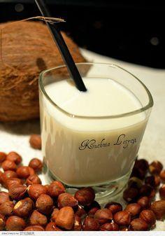 Orzechowe Niebo Składniki na jednego drinka: 75… na Stylowi.pl Irish Cream, Cordial, Glass Of Milk, Pudding, Liqueurs, Heaven, Beverages, Alcohol, Sky