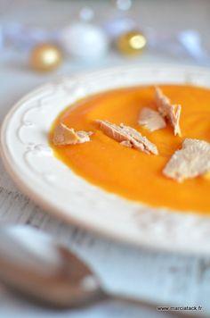 Un velouté de butternut parsemé de copeaux de foie gras idéal pour les repas de fêtes