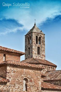 Es un conjunt monumental de tres esglésies situat al bell mig de la ciutat de Terrassa, vora el Parc de Vallparadís (un dels més grans i singulars del nostre país)