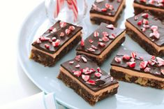 Candy Cane Nanaimo Bars just in time for Christmas! Candy Cane Nanaimo Bars just in time for Christmas! Kraft Foods, Kraft Recipes, Nanaimo Bars, Dessert Simple, Holiday Baking, Christmas Baking, Christmas Recipes, Christmas Cookies, Christmas Treats