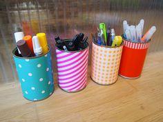 pots à crayons en boite de conserve et papier cadeau