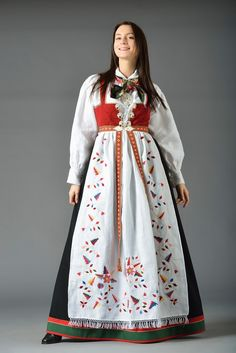 FINN – Aust Agder Åmli damebunad, Ny skreddersøm til dine mål Folk Costume, Costumes, Classy Outfits, Classy Clothes, Historical Clothing, Traditional Outfits, Norway, Product Launch, Lady