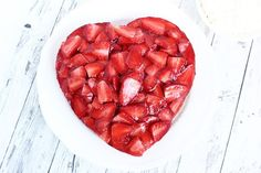 Perfekt für den Muttertag ! Mach an diesem besonderen Tag Deiner Mutter eine Freude und verwöhne sie mit einem leckeren Kuchen in Herzform. Der Kuchen ist recht schnell zubereitet und sieht auch no…