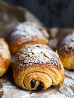 This Pain Au Chocolat recipe is featured in the Breakfast Pastries & Baked Goods feed along with many more. Breakfast Pastries, Breakfast Bake, Breakfast Dishes, Vegetarian Breakfast Recipes, Brunch Recipes, Sweet Recipes, Chocolat Recipe, Croissant Recipe, Sweet Dough