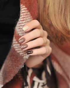 In search for some nail designs and some ideas for your nails? Here's our listing of must-try coffin acrylic nails for fashionable women. Fancy Nails, Cute Nails, Pretty Nails, Autumn Nails, Winter Nails, Spring Nails, Ongles Beiges, Nail Manicure, Nail Polish