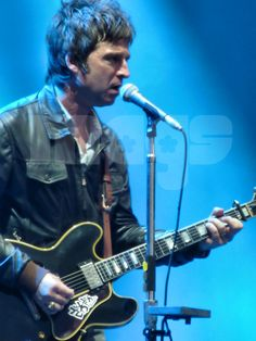 Noel Gallagher Liam And Noel, Pictures Of Rocks, Beady Eye, Noel Gallagher, Flying Birds, Playing Guitar, I Love Him, Rock Bands, Guitars