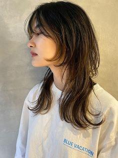 Haircuts For Medium Hair, Hairstyles With Bangs, Medium Hair Styles, Short Hair Styles, Mullet Hairstyle, 70s Hair, Aesthetic Hair, Hair Arrange, Hair Designs