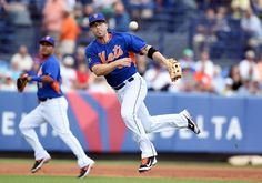 David Wright throws to first