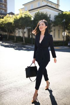 Tonal dressing. All navy work wear suit. Work style for 2021. #classicworkwear Office Outfits Women, Work Outfits, Outfit Office, Office Wear, Corporate Attire, Business Attire, Work Chic, Dress For Short Women, Work Fashion