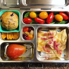 My daughter's @planetbox lunch for Tuesday is grape tomatoes and baby spinach, a homemade blueberry muffin, an orange, half a pear, a gruyere/ham/onion tart from #traderjoes, and organic jelly beans. #lunch #bento #bentobox #organic #organicfood #healthy #healthyfood #healthykids #healthylife #healthyeating #Healthyfamily #instafood #instagood #eatyourveggies #eattherainbow #cleaneats #cleaneating #healthychoices #picoftheday #foodpic #foodie #eeeeeats #feedfeed #yum #healthymeals #kidslunch…