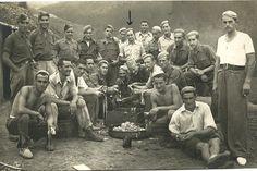 Luis Ortiz Alfau (señalado en el centro), con otros trabajadores forzados. (ARCHIVO DE LUIS ORTIZ ALFAU). Esclavos franquismo País Vasco: Viaje por las carreteras de los 15.000 esclavos del franquismo | Diario Público
