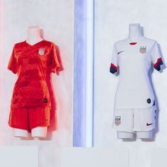 Just unveiled today! The new US Women's 2019 Home and Away kits that the team will be wearing in this years Women's World Cup in France. Check out WorldSoccerShop's exclusive behind-the-scenes footage of the kit launch at Nike. Soccer Kits, Soccer Games, Football Cheerleaders, Cheerleading, Best Jersey, World Soccer Shop, Women's World Cup, Alex Morgan, Fantastic Art