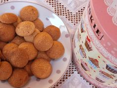 Mogyorós csók Winter Food, Dog Food Recipes, Biscuits, Caramel, Vanilla, Muffin, Food And Drink, Sweets, Cookies