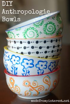 Anthropologie DIY Hacks, Clothes, Sewing Projects and Jewelry Fashion - Pillows… Pottery Painting, Ceramic Painting, Painted Pottery, Diy Hacks, Pebeo Porcelaine 150, Diy Mugs, Sharpie Mugs, Paint Your Own Pottery, Idee Diy