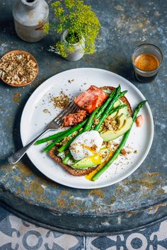 Poached eggs with herby labneh, asparagus, hot smoked salmon & dukkah